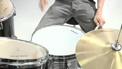 Millenium MX222BX 5-teiliges Schlagzeugset in Schwarz
