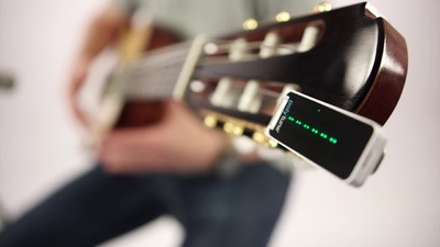 TC Electronic PolyTune: polyphoner  Clip Tuner